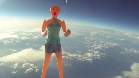 Le 10 cose più assurde spedite nello spazio