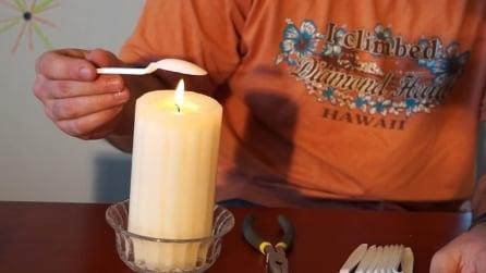 Scioglie un cucchiaio di plastica: il motivo è geniale