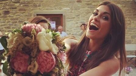 """Linda Morselli prende il bouquet della sposa: """"E mo' chi lo dice a Vale"""""""