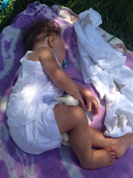 """Facchinetti posta una foto di Leone con una tenera didascalia: """"Passo ore a guardare mio figlio mentre dorme: è una delle cose più belle del mondo""""."""