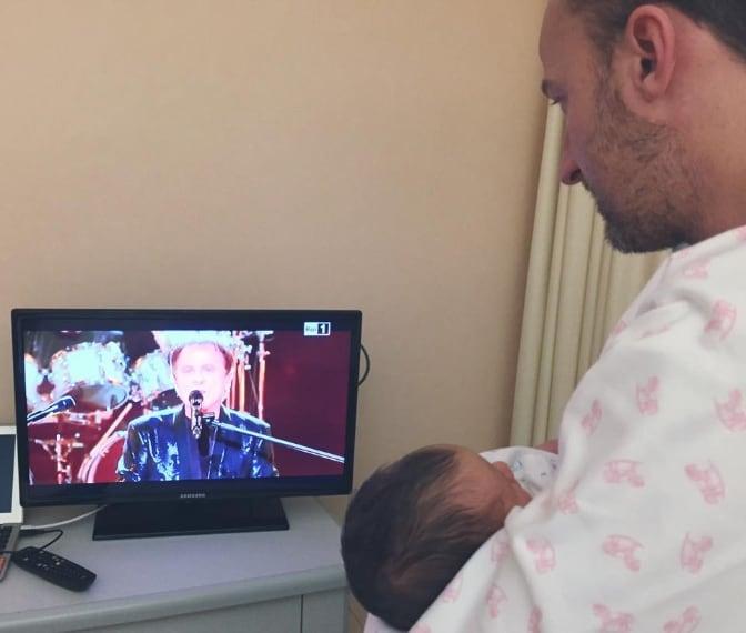 """Ecco il messaggio di Francesco Facchinetti: """"Io e la piccola Liv siamo pronti per il nonno e gli zii, siamo pronti per i POOH!"""""""