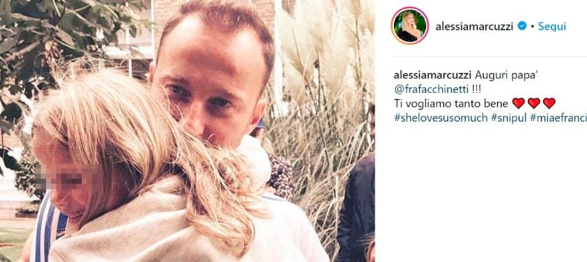 Nell'immagine pubblicata dalla ex (con cui Facchinetti è in splendidi rapporti) c'è lui e la loro figlia Mia, nata nel 2011