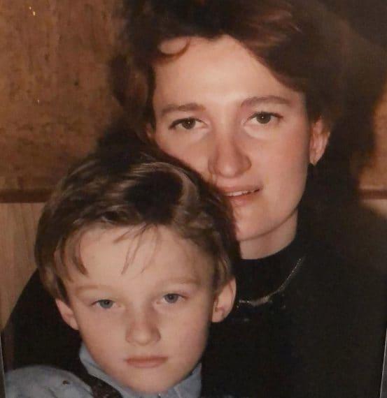 Auguri mamma, oggi è il tuo compleanno! È vero che i figli non possono scegliere i propri genitori ma se avessi potuto decidere la mia mamma avrei scelto te! Ti amo ❤️
