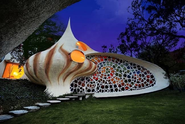 L'architetto messicano Javier Senosiain ha creato questa particolare casa che sembra proprio una conchiglia gigante, a Città del Messico.
