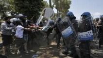 Roma, scontri tra Casa Pound e forze dell'ordine a Casale San Nicola