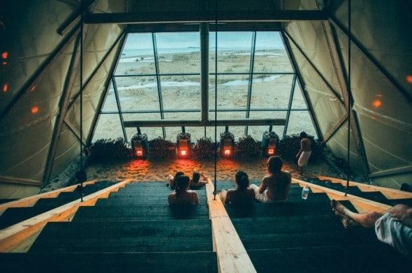 È una sauna in vetro nella quale sono organizzati ogni giorno diversi eventi tra cui conferenze e spettacoli nell'anfiteatro che si trova nella struttura.