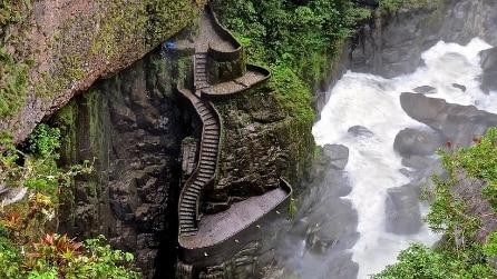 Gli scalini sospesi nel vuoto: uno dei posti più spettacolari al mondo