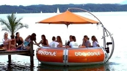 BBQ-Donut-Boat: barbecue, tavolo da picnic e barca tutto in uno