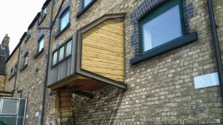 Londra: rifugi per senzatetto come capsule sospese sulle facciate degli edifici
