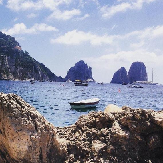Spiaggia dei Faraglioni a Capri