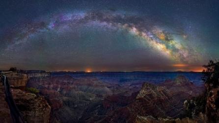 Trascorre 4 mesi a fotografare la Via Lattea: le immagini mozzafiato