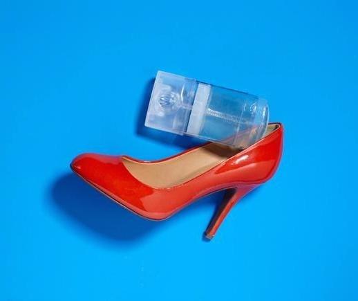 Strofinando il deodorante all'interno della scarpe è possibile prevenire le fastidiose vesciche.