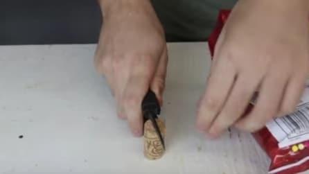 Crea un taglio nel tappo di sughero: il trucco è geniale