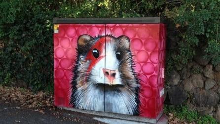 La street art di Paul Walsh: quando le cabine elettriche diventano opere d'arte