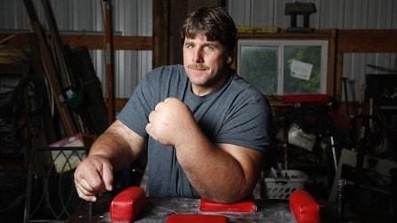 Braccio di Ferro esiste davvero! Ecco l'uomo con il braccio più grande del mondo