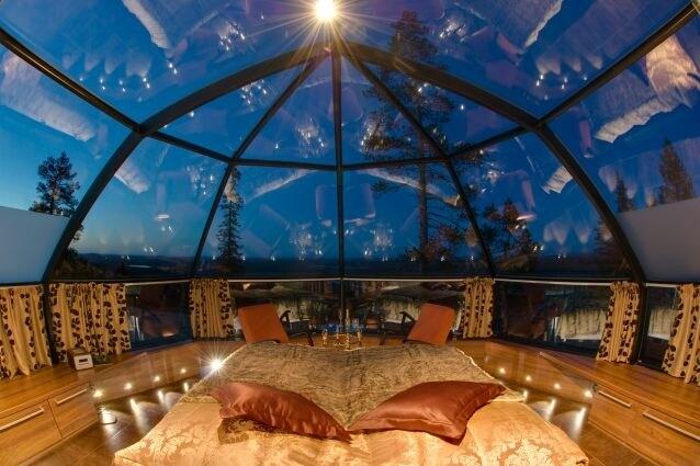Una struttura fatta di igloo per due o quattro persone, tutti col bagno in camera, completamente trasparenti per non perdersi neppure una stella cadente