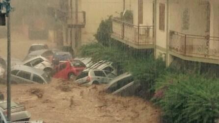 Rossano Calabro, dopo l'alluvione decine di auto ammassate dall'acqua