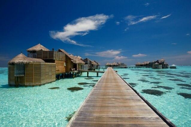 Gili Lankanfushi è un resort di lusso a cinque stelle che sorge sull'isola tropicale privata di Lankanfushi di Malé, uno dei 19 atolli che si estendono oltre 800 chilometri attraverso l'Oceano Indiano. e costituiscono una delle 1190 isole che compongono le Maldive.