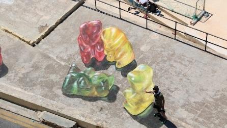 Orsetti gommosi invadono Malta: la street art di Leon