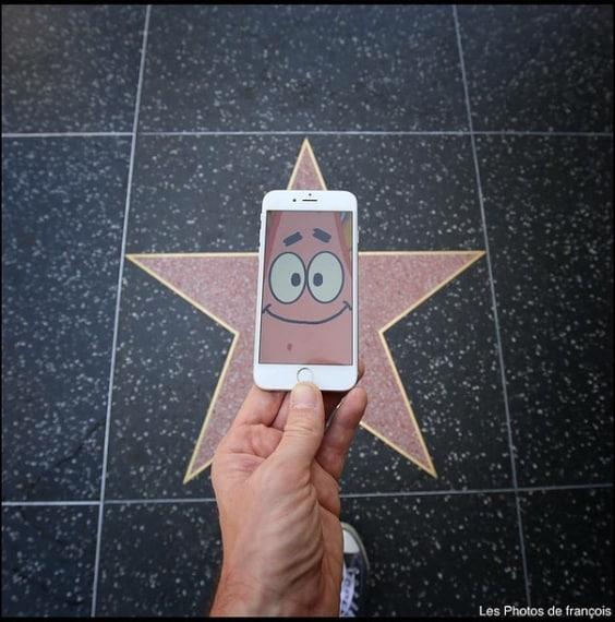 Dourlen ha catturato scene stravaganti, da ET a Super Mario.