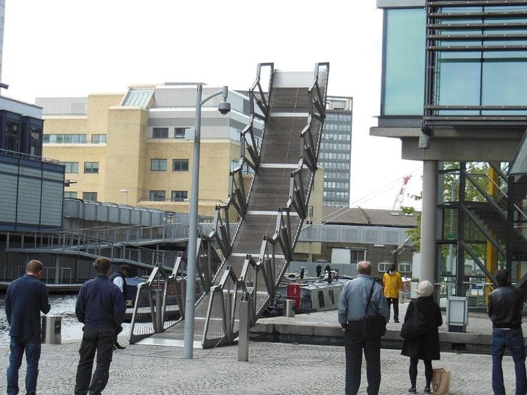 https://commons.wikimedia.org/wiki/File:The_Rolling_Bridge_2012-10-05_4.JPG