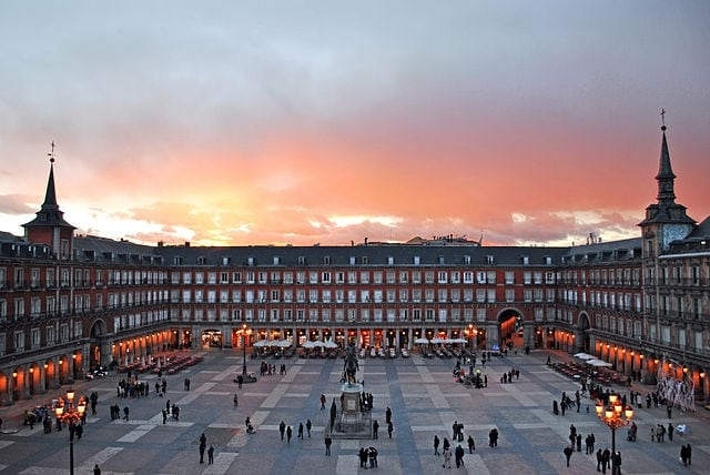 https://commons.wikimedia.org/wiki/File:Plaza_Mayor_de_Madrid_02.jpg