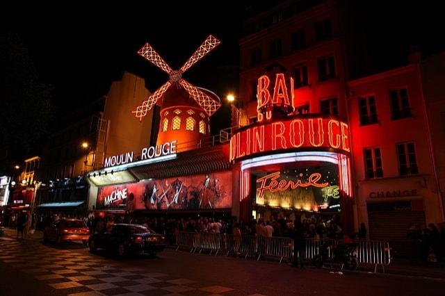 https://en.wikipedia.org/wiki/Moulin_Rouge#/media/File:Moulin_Rouge,_Paris_April_2011.jpg