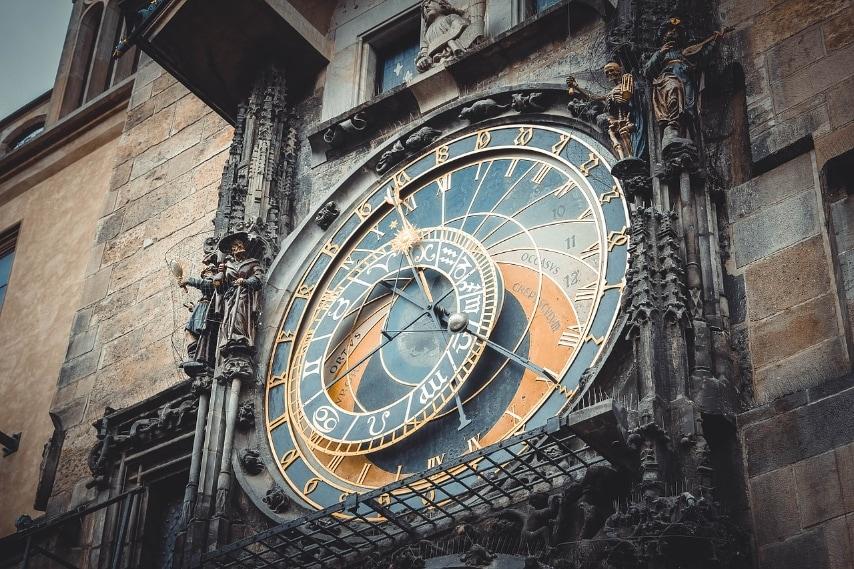 https://pixabay.com/en/clock-czech-republic-arrows-dial-547839/