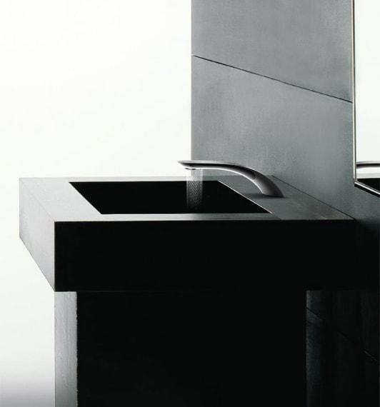Si può scegliere inoltre tra tre diversi disegni d'acqua facilmente azionabili attraverso un pulsante a scomparsa posto sulla sommità del braccio del rubinetto.