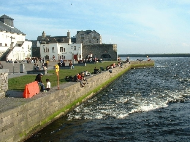 https://commons.wikimedia.org/wiki/File:River_Corrib_from_Wolfe_Tone_Bridge,_Galway_-_geograph.org.uk_-_102442.jpg