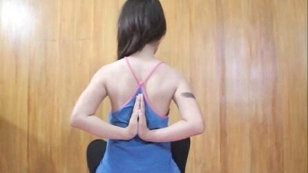 """""""Preghiera all'inverso"""": la sfida social per misurare la flessibilità del corpo"""