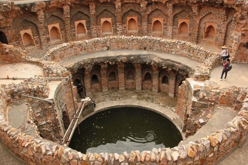 https://commons.wikimedia.org/wiki/File:A_Baoli_in_Ferozshah_Kotla,_New_Delhi.jpg