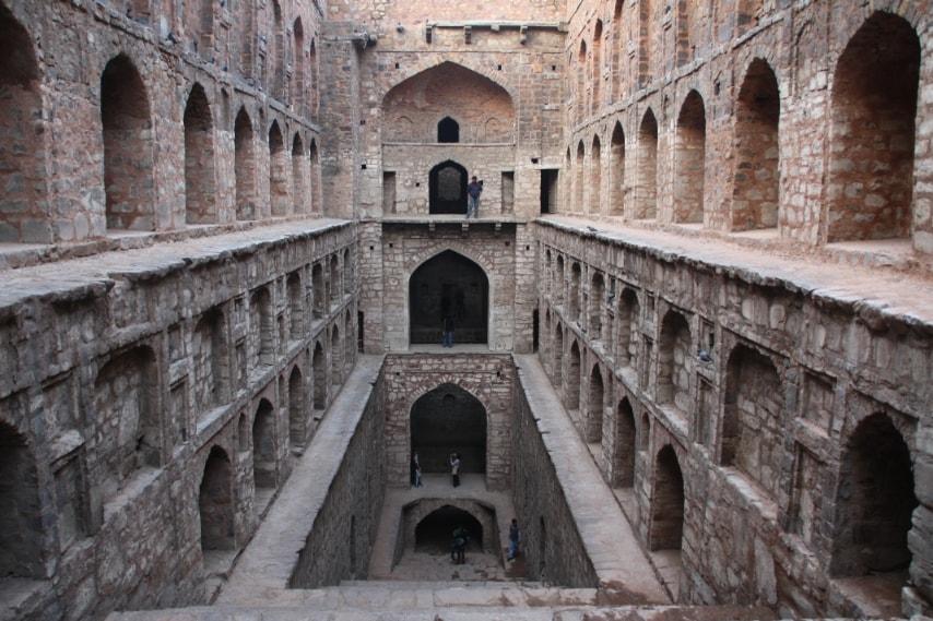 https://commons.wikimedia.org/wiki/File:Agrasen_ki_Baoli_3.jpg