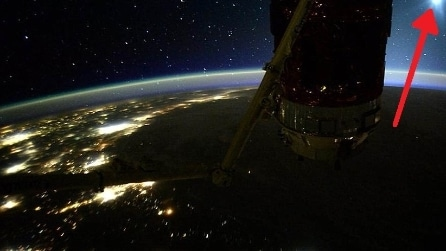 Terra, Luna e Venere allineati: la folgorante foto dallo spazio