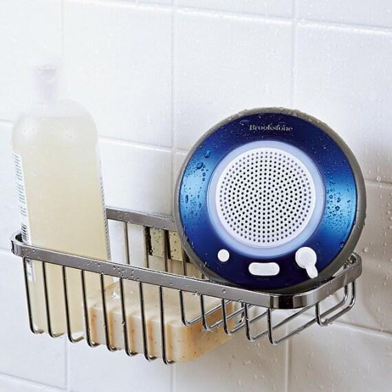 Ecco lo speaker bluetooth resistente all'acqua da portare con voi sotto la doccia, nella vasca o in piscina.