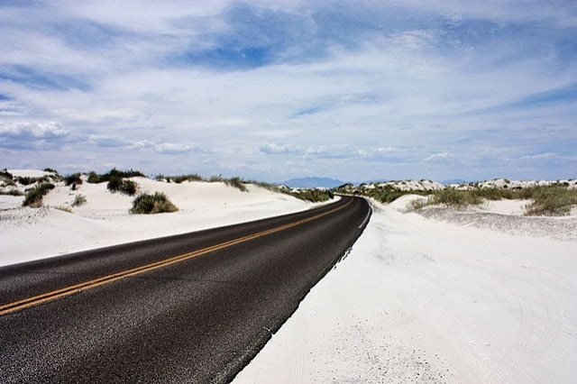 https://commons.wikimedia.org/wiki/File:White_Sands_National_Monument_New_Mexico_2009.JPG