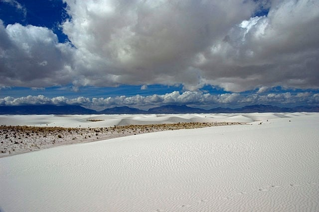 https://commons.wikimedia.org/wiki/File:Whitesands_mountains.jpg