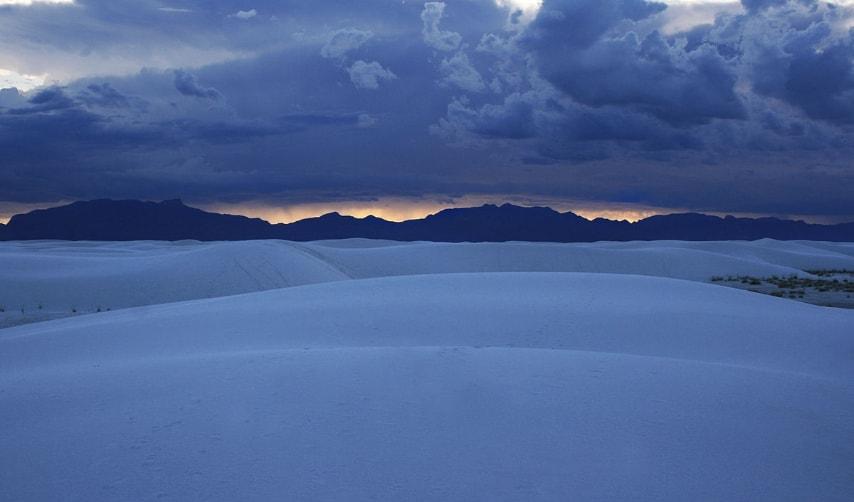 https://en.wikipedia.org/wiki/White_Sands,_New_Mexico#/media/File:White_sands_sunset.JPG