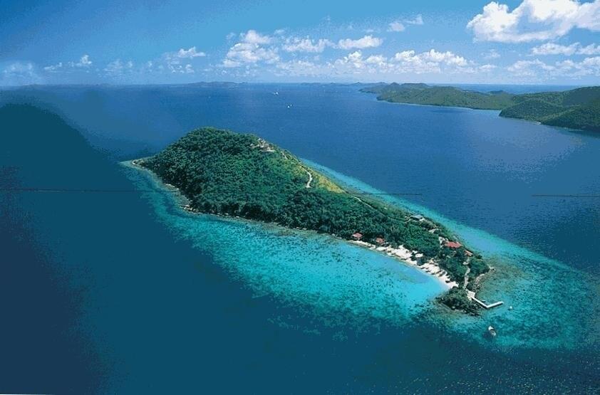 982 dollari a notte invece per Little Thatch Island che appartiene alle Isole Vergini britanniche, nel Mar dei Caraibi, dove c'è un'unica casa immersa in una vegetazione lussureggiante per una vacanza ideale ad una coppia
