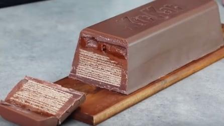 Prende uno stampo e realizza un gigantesco KitKat: da leccarsi i baffi