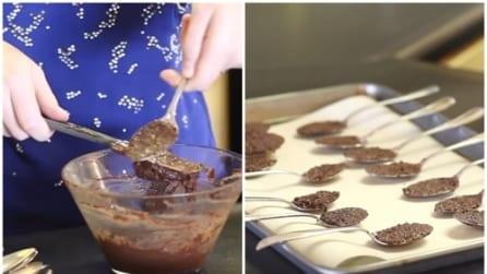 Riempie i cucchiai di cioccolato: la ricetta da leccarsi i baffi