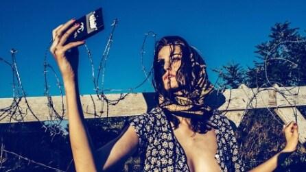 """""""Il migrante"""": le foto delle modelle profughe che indignano il web"""
