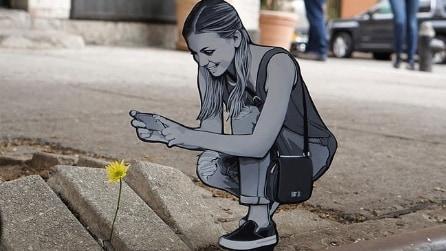 Intaglia il legno e crea piccoli capolavori: la street art interattiva