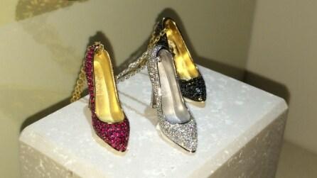 Gioielli Ferragamo: ciondoli a forma di scarpe e fiori lucenti