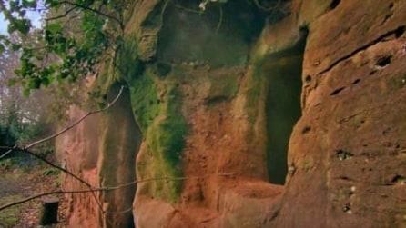 Acquista una grotta di 800 anni e la trasforma in maniera spettacolare