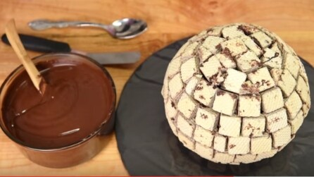 Ricopre la torta di wafer: la ricetta da leccarsi i baffi