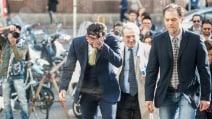 La caduta di Fabrizio Corona in Tribunale a Milano