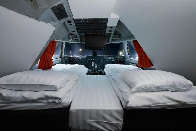 """Il Jumbo Hostel è un ostello situato presso l'aeroporto di Arlanda, a Stoccolma, Svezia. Ha aperto nel 2008 e con 27 camere e una """"suite cockpit"""" è il primo ostello al mondo realizzato a bordo di un Boeing 747-200 Jumbo Jetsi."""