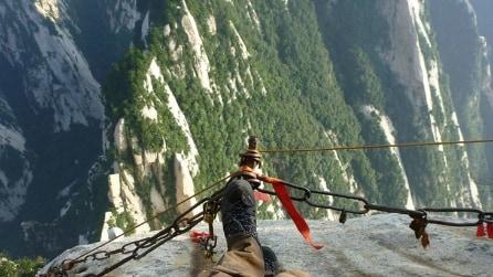 Escursionismo sul monte Hua, un'esperienza pericolosa ma mozzafiato