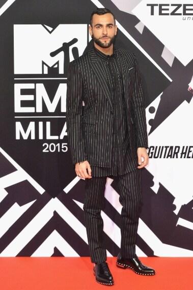 Perfetto come sempre, Marco Mengoni quando si tratta di scegliere il look adatto per un'occasione pubblica non sbaglia un colpo. VOTO: 10